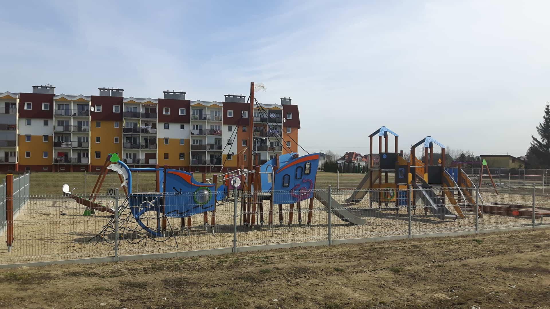Place zabaw i boisko już otwarte