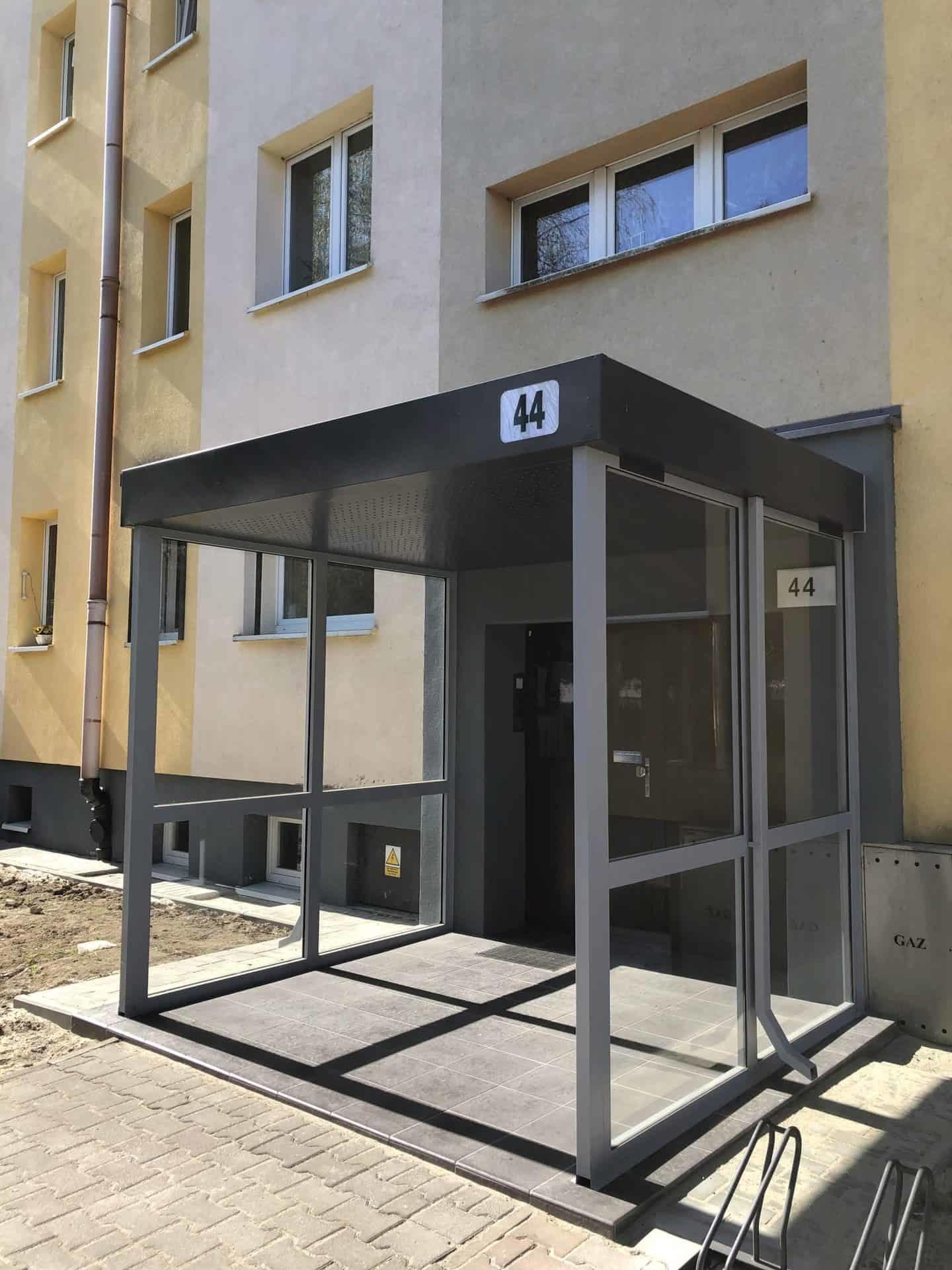 Nowoczesne zabudowy wejść na Osiedlu Jagiellońskim